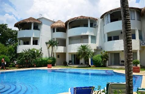 Rosa Blanca - 2 br 2 ba Condo Huge Pool  Walk to Beach & Town - Playa del Carmen - rentals
