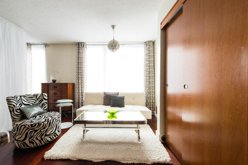 Chic, luxury, Studio in the heart of Montreal - Image 1 - Montreal - rentals