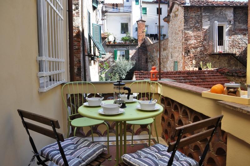 Historic 3 Bedroom Apartment, Casa Del Musico, in Lucca - Image 1 - Lucca - rentals