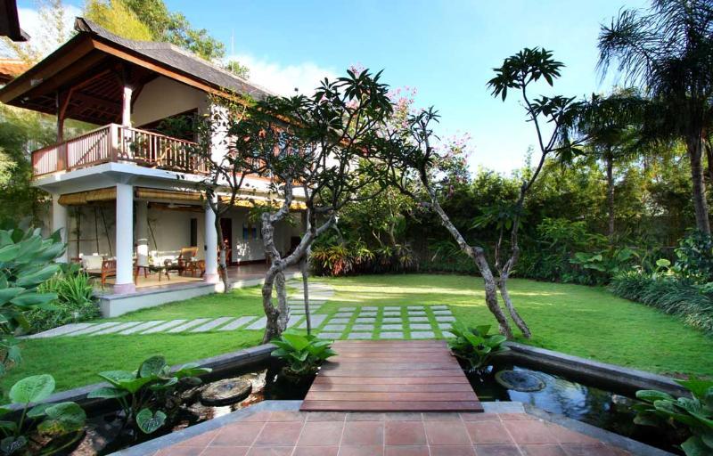 Luxury Hillside Villa with hanging Infinity Pool - Image 1 - Pecatu - rentals