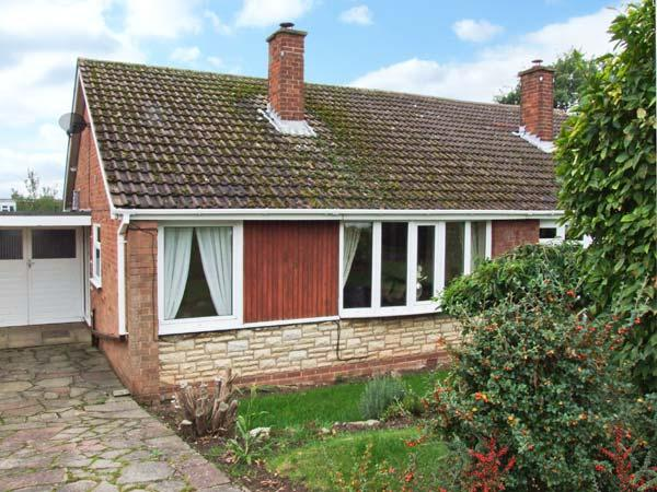 ORTON VIEW, pet-friendly, single-storey cottage, woodburner, off road parking, garden, near Kinver, Ref. 21612. - Image 1 - Kinver - rentals