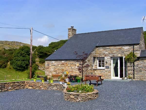GARTH MORTHIN THE STABLES, pet-friendly, woodburner, WiFI, close to the beach, lovely luxury cottage near Morfa Bychan, Ref. 27053 - Image 1 - Morfa Bychan - rentals