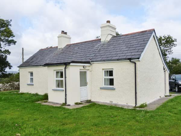 ELLIE'S COTTAGE, single-storey,solid fuel stove, near Newport, County Mayo, Ref 29499 - Image 1 - Roscahill - rentals