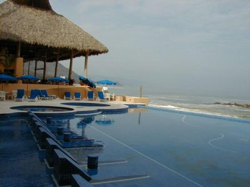 PVR - KARA4 Privileged location, cozy accommodations, well trained staff - Image 1 - Puerto Vallarta - rentals