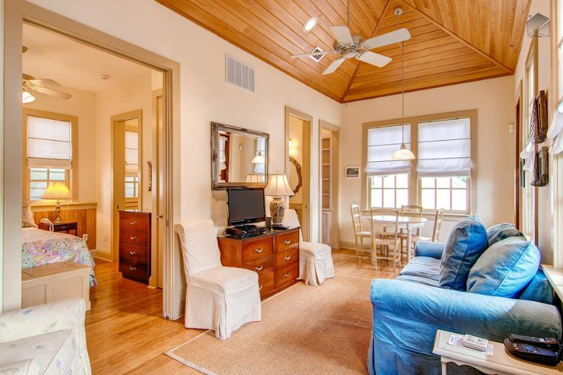 This cozy one bedroom has plenty of style with hardwood floors and wood ceiling - Cozy carriage house in the heart of Rosemary Beach - Big Thyme Carriage House - Rosemary Beach - rentals