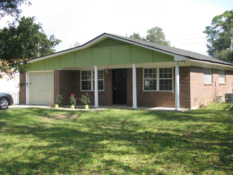 exterior view - SNOWBIRDS- Family Vacations-Economical & Homey,Alice Moseley Decorated - Bay Saint Louis - rentals