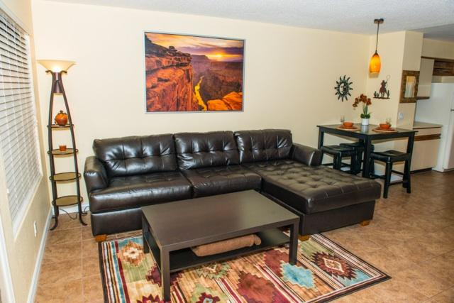 Comfy couch and coffee table - Amazing condo! Close to everything Phoenix/Tempe - Phoenix - rentals