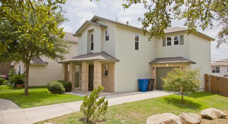 Front of Home - Lovely home near Sea World & Lackland AFB. - San Antonio - rentals