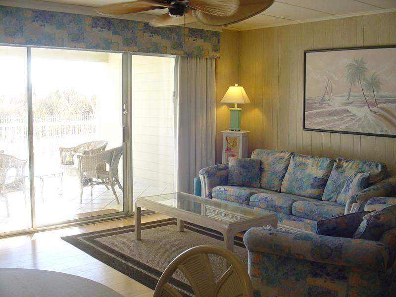 Living room - Beautiful Oceanfront w/ beach access from balcony - Ocean City - rentals