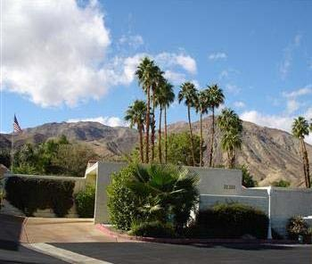 Quiet Cul De Sac nestled in Mountains - Quiet Retreat Near El Paseo w/ 2 relaxing Patios - Palm Desert - rentals