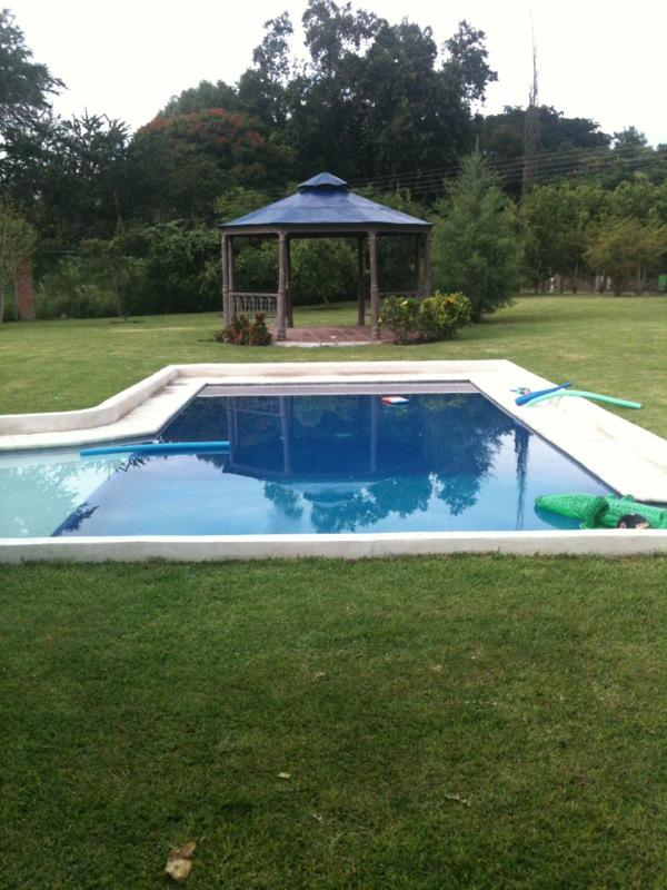 Swiming pool and kiosk - Beautiful house surrounded by nature in Ticumán Morelos - Morelos - rentals