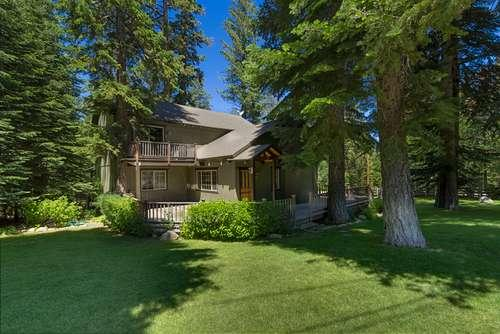 front of this lovely home in park like setting - Hawkins - walk 2 Chamber Beach, hot tub, park like - Homewood - rentals