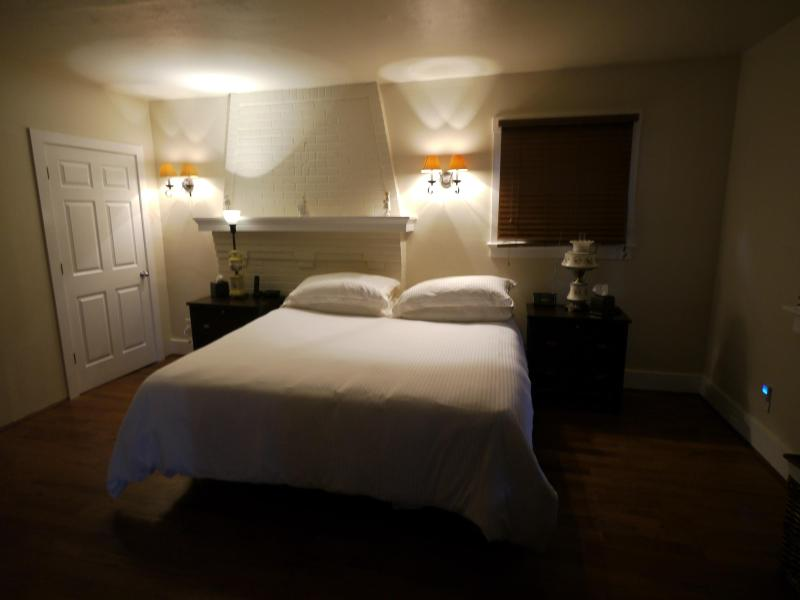 Beautiful and well Appointed one Bed in Bellevue - Image 1 - Pittsburgh - rentals