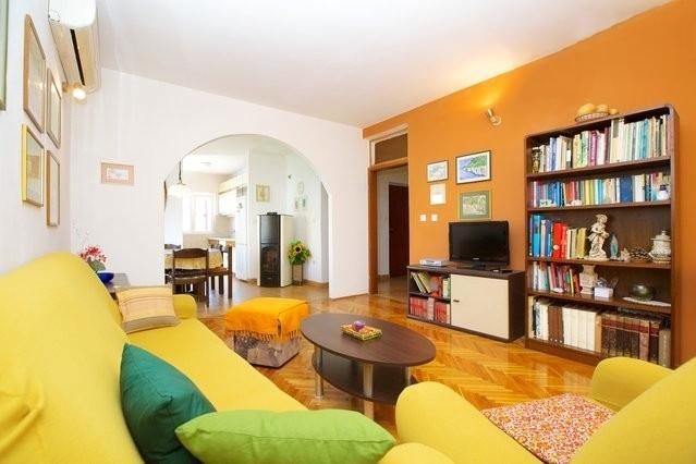 Spacious apartment Marin - Image 1 - Jelsa - rentals