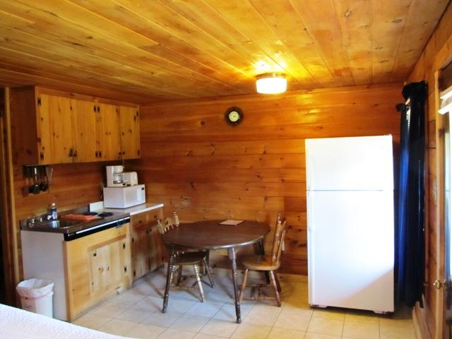 Fully furnished kitchenette - Beautiful Log Cabin Lodge in Pittsburg NH - Pittsburg - rentals