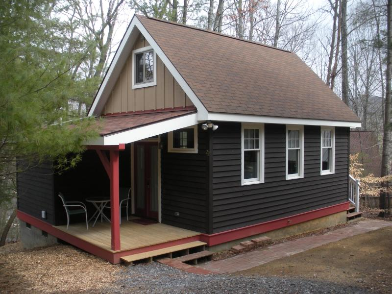 Your Home Away From Home - Cottage on Parkway Loop; Quiet, Cozy, Convenient! - Asheville - rentals