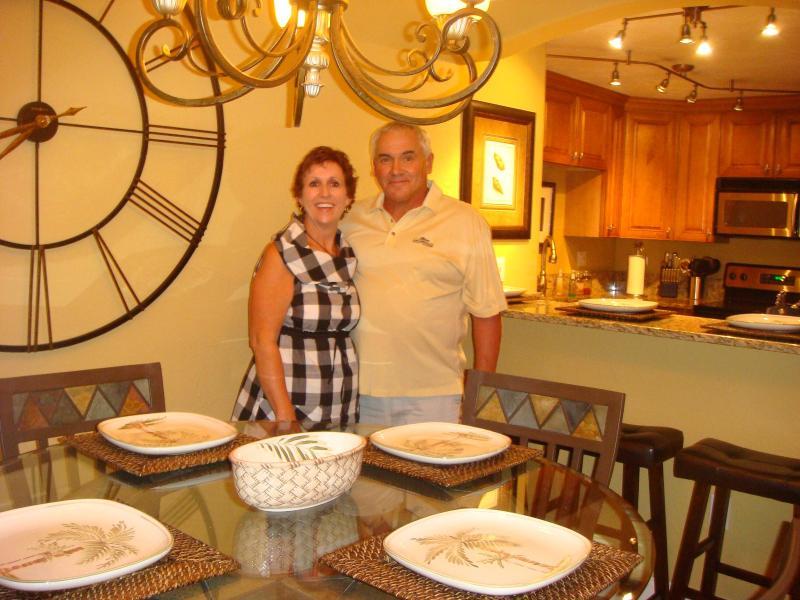 Dining four at table and 3 bar stools - TORTUGA BEACH CLUB, SIESTA KEY - Sarasota - rentals