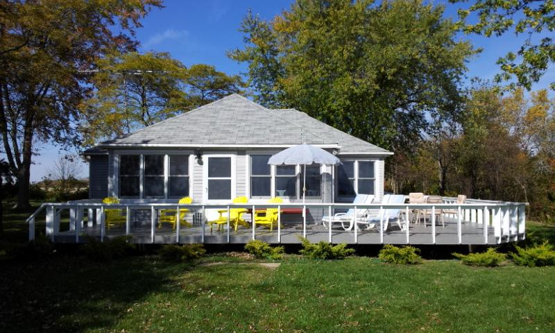 Privacy directly on Lake Erie - Beautiful Renovated Cottage on the North Shore of Lake Erie... - Wheatley - rentals