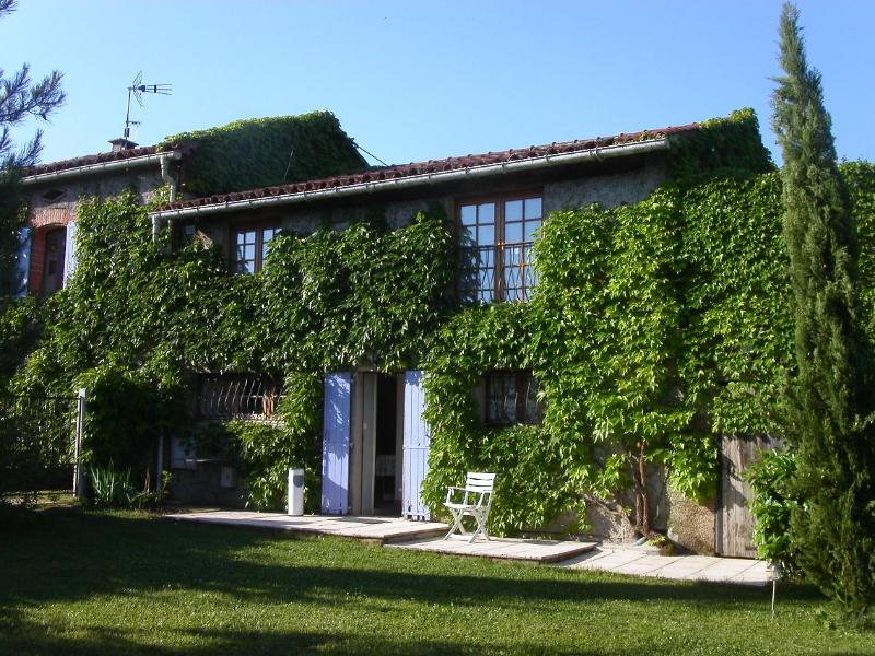 La Voliere from its gardem - La Bourdette du Ray, Peaceful, bright Rural gite, - Puylaurens - rentals