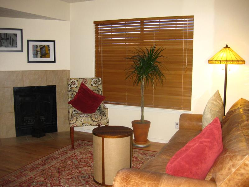 Beautifully remodeled with fireplace Townhouse A - 2 BR 1.5 bath townhouse in the heart of ABQ - Albuquerque - rentals