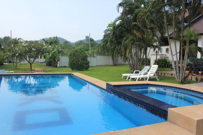 Pool - House right - Casa Hua Hin - Charming 3 bedroom (pool) villa - Hua Hin - rentals