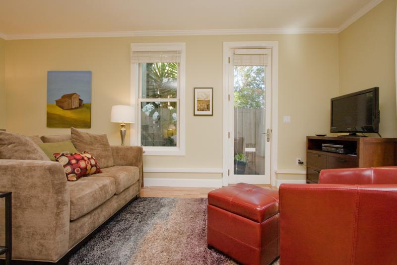 Sun-Filled Garden Studio in Heart of the City - Image 1 - San Francisco - rentals