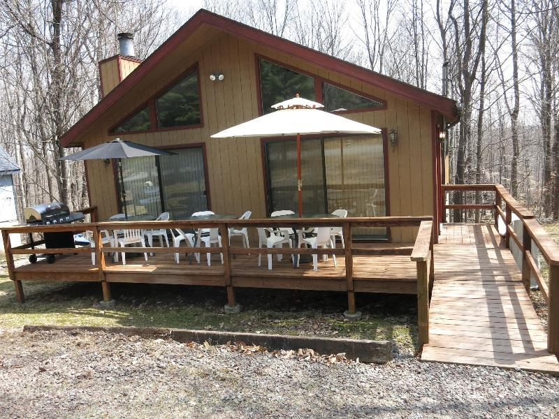 The PA Chalet 2, Don't let this house fool you it's bigger than it looks! 5 Bedroom, 2 Bathrooms - Summer specials at The PA Chalet 2: Poconos - Lake Ariel - rentals