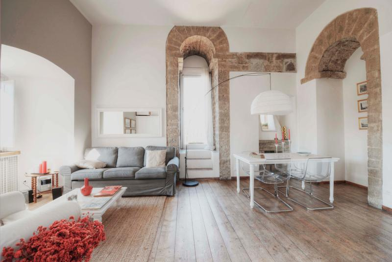 Great modern-medieval design - Luxury Medieval Tower Apartment Rental in Florence - Florence - rentals