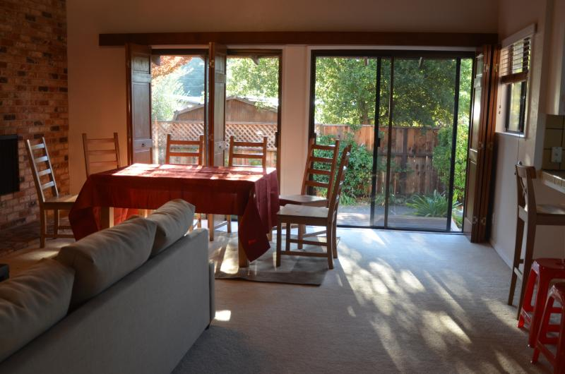 Light filled family room and eating area, next to open kitchen. - Wine Country Retreat *Kid Friendly*! Spacious! - Sonoma - rentals