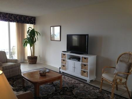 Living area with flat panet TV - Shipwatch 1389 - Amelia Island - rentals