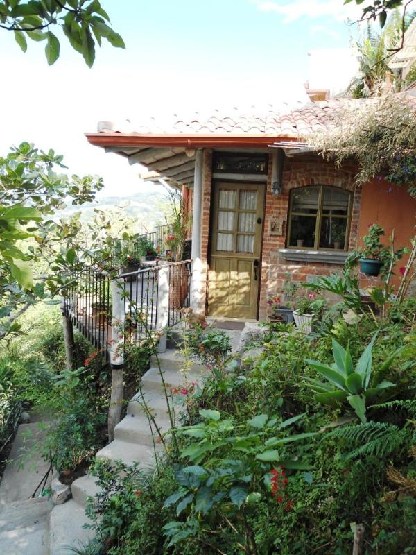 entrance - LE CABANON : LOVELY FRENCH COTTAGE IN THE HILLS OF SANTA ANA,  MAGNIFICIENT VIEWS, SUPER COMFORTABLE - Santa Ana - rentals