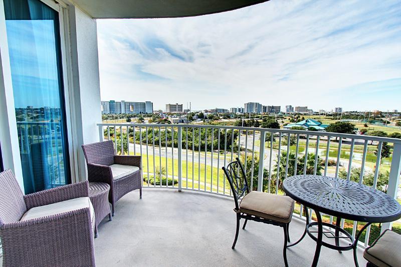 Palms Resort #2608 Jr. Suite - AVAIL 5/16-5/22! 6th Fl ! Destin's Largest Lagoon Pool! Book Online - Image 1 - Destin - rentals