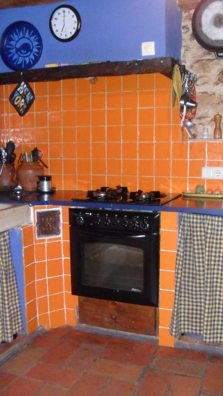 kitchen - Can Baró + pool, Orriols- 15 minutes to Costa Brava beaches. Sleeps 8 - Orriols - rentals