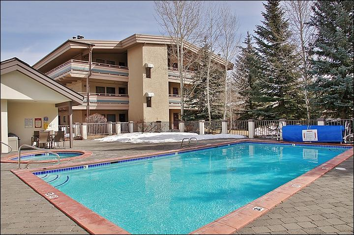 The Heated Pool & Hot Tub area with the condo right in the background. - Spacious & Comfortably Furnished Condo - Views of Baldy Mountain (1243) - Ketchum - rentals