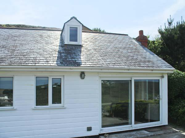 SEACOTT, sea views, woodburner, en-suite, detached cottage in Porthtowan, Ref. 25945 - Image 1 - Porthtowan - rentals