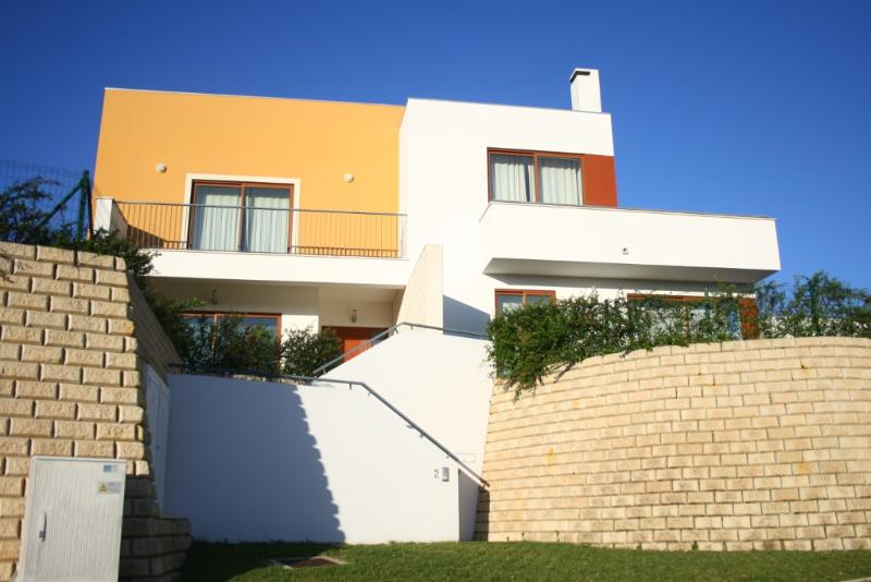 127655 - 3 Bedroom Modern Villa in Bom Sucesso, Obidos Lagoon - Sleeps 6/8 - Image 1 - Obidos - rentals