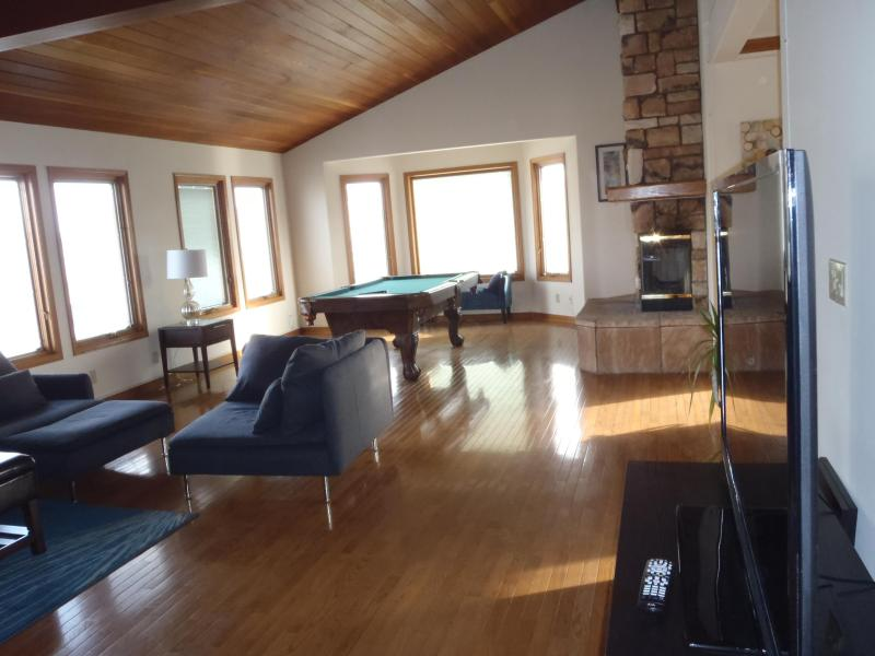 Modern spacious Great Room - Open concept with 55 inch TV, seating for 10-12, Fireplace, Pooltable - Spacious Beautiful Oxnard Beach Home ~5 min walk - Oxnard - rentals