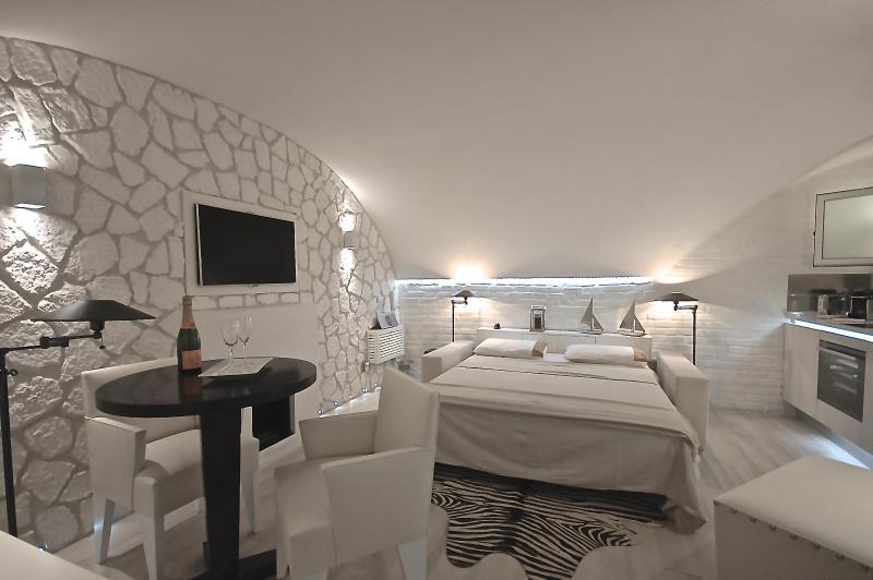 Navova Luxury Suite - Image 1 - Rome - rentals