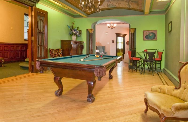 CITI MANSION APPROX. 15 MINUTES FROM TIMES SQUARE - Image 1 - Union City - rentals