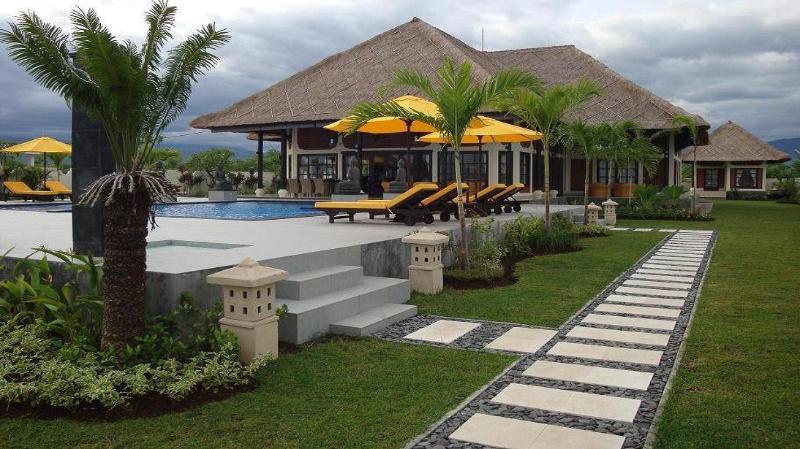 villa Pelangi bali / overview - Luxury private villa directly on the beach from Ba - Temukus - rentals