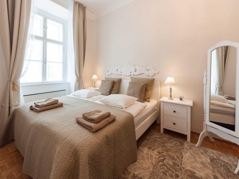 King size bed, 180x200cm - Musette - Elegant 2-room flat near Stephansplatz - Vienna - rentals