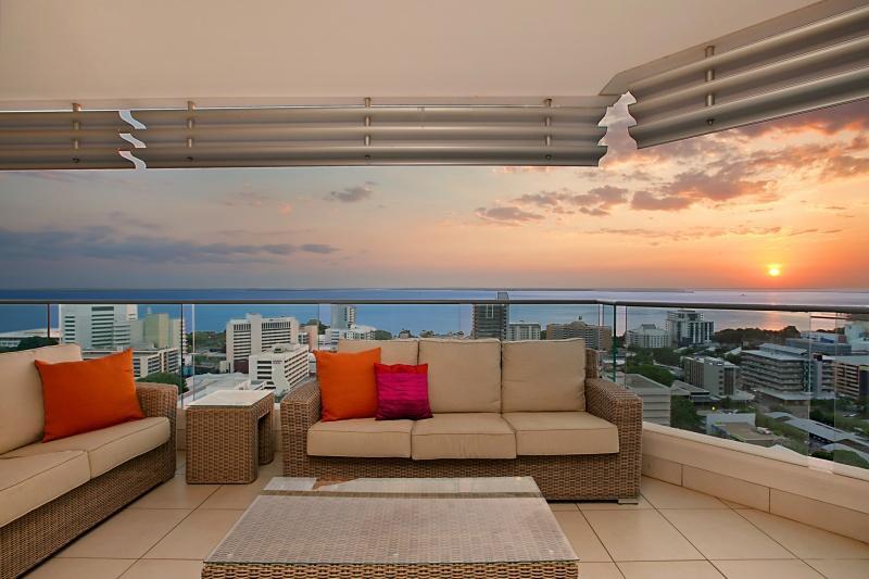 Darwin Executive Suites 3 Bedrooms + FREE CAR - Image 1 - Darwin - rentals