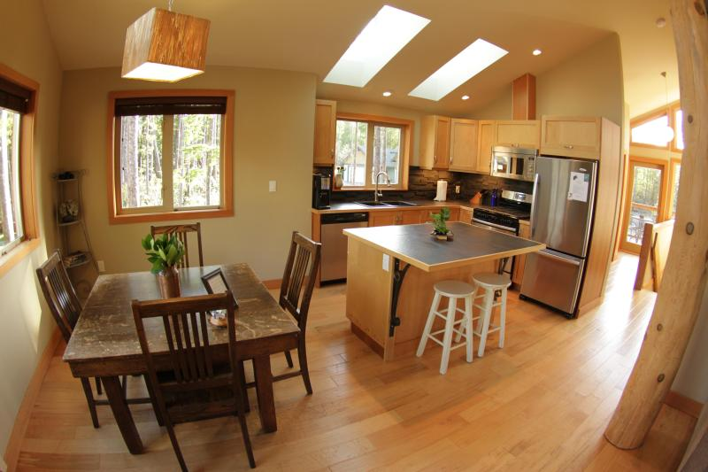 Open concept kitchen and dining room - Luxury Suite - Jensens Bay Inlet, close to beach - Tofino - rentals