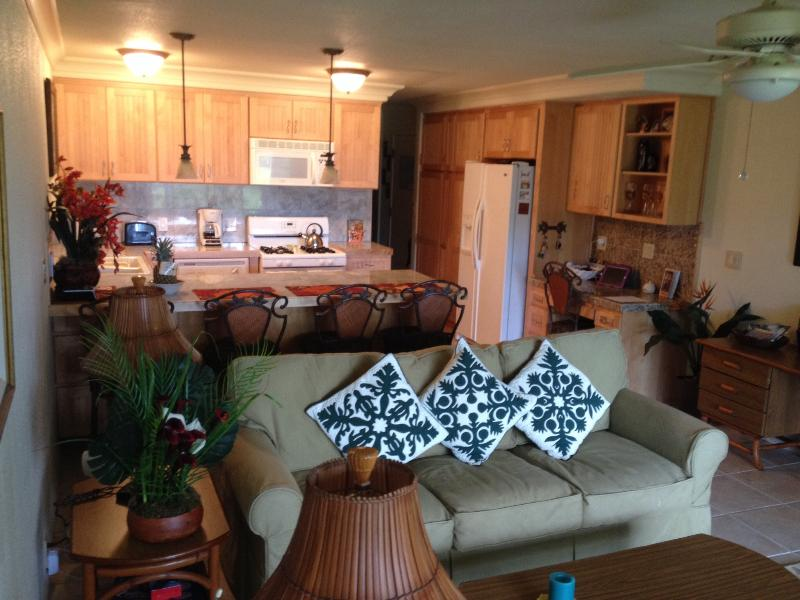 Living room, kitchen - C112 Wavecrest Retreat (GROUND FLOOR) - Kaunakakai - rentals