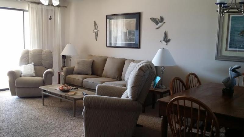 Dining Room & Living Room - Beautiful 2BD/2BA Gulfview Sleep 6 Great reviews! - Orange Beach - rentals