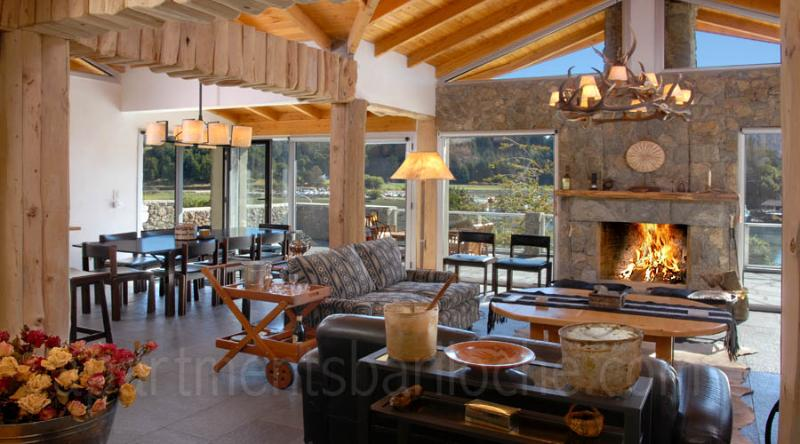 5 Bedroom & 5 en-suite Bathrooms (H12) Lakefront! - Image 1 - San Carlos de Bariloche - rentals