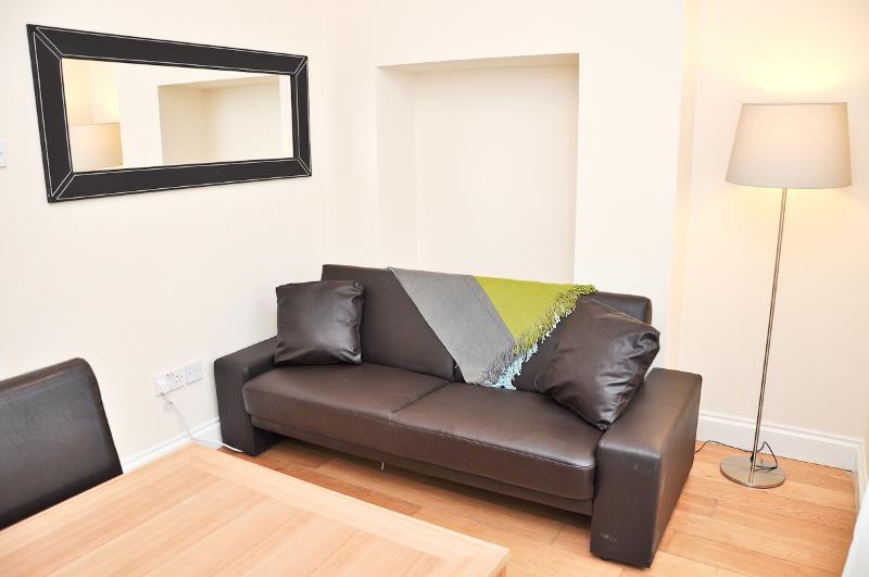 living room - Modern 2 bed serviced garden flat - London - rentals