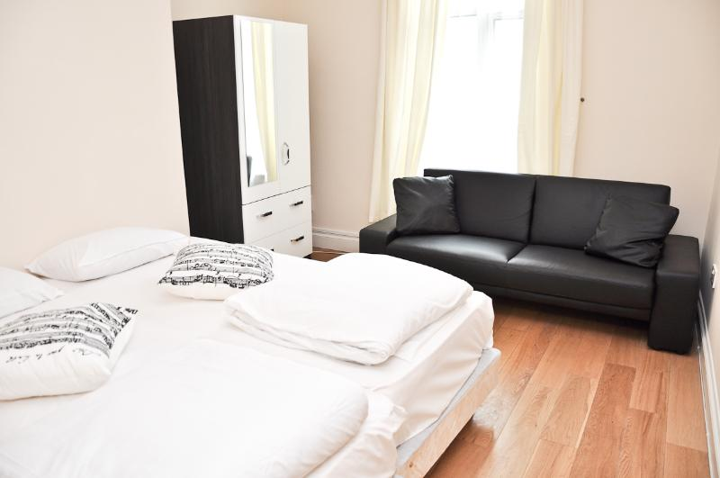 Modern 2 bed serviced flat across Emirates stadium - Image 1 - London - rentals