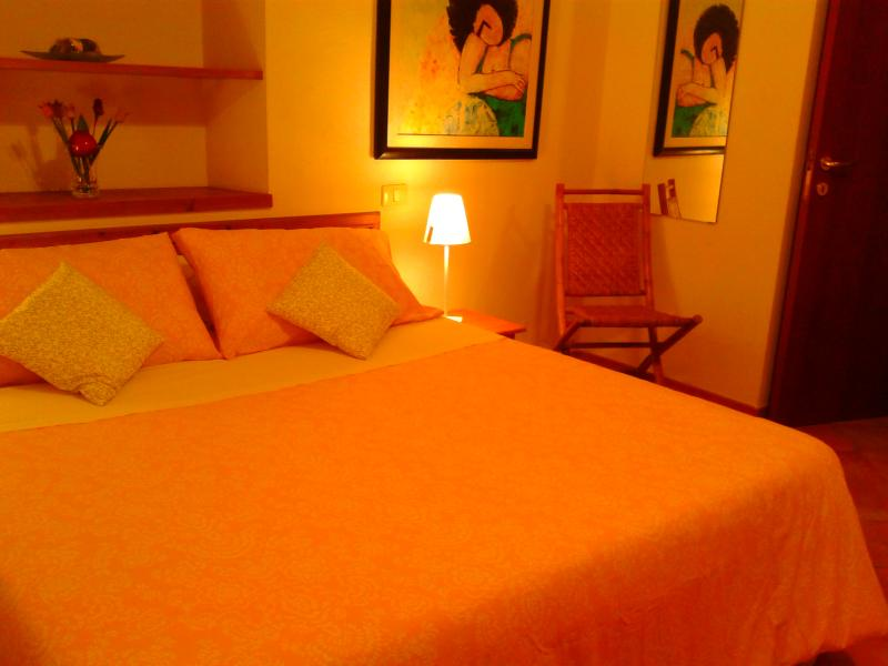 double bedroom with double bed - Beautiful Apartment Close to Every Tourist Spot in Florence - Florence - rentals