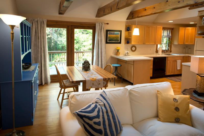 """Welcome to Settling Inn. Open living room with exposed wooden beams - """"Settling Inn""""  to a Great Place - Plymouth - rentals"""